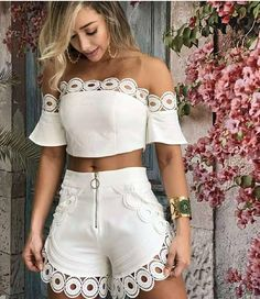 Shorts Vanilla Off White Hot Pants, White Outfits, Casual Outfits, Mein Style, Pinterest Fashion, Cute Summer Outfits, Mode Outfits, African Fashion, Casual Chic
