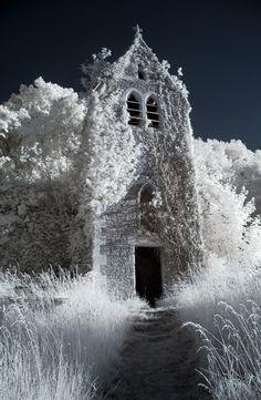 Abandoned church using infrared photography. Winter Szenen, I Love Winter, Winter Magic, Winter Time, Winter Walk, Winter Christmas, Images Lindas, The Dark Side, Infrared Photography