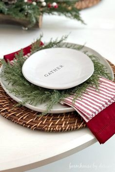 20 diy christmas tablescapes that will knock your socks off grace lynne fleming christmas is creeping and instead of prepping planning and decorating at the very last minute why not go ahead and straight thinking about all the festivities. Christmas Table Settings, Christmas Tablescapes, Christmas Table Decorations, Decoration Table, Christmas Place Setting, Christmas Table Set Up, Holiday Tablescape, Thanksgiving Table Settings, Thanksgiving Centerpieces