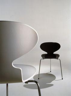 The Ant Chair - Arne Jacobsen - 1952 (Republic of Fritz Hansen @ Designhus Tervuren) Danish Furniture, Design Furniture, Chair Design, Modern Furniture, Mid-century Modern, Modern Design, Minimal Design, Arne Jacobsen Chair, Fritz Hansen