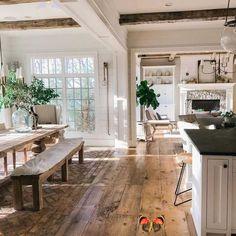 Wir sind sprachlos. 😲 Und das ist nur ein Teil des Hauses! Stellen Sie sich vor, was wir ...<br> Interior Design Living Room, Living Room Decor, Kitchen Interior, Interior Design Farmhouse, Room Decor For Teen Girls, Rustic Vintage Decor, Rustic Wood, Rustic Country Kitchens, Country Kitchen Flooring