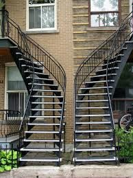 montreal stairs - Recherche Google Backyard Privacy, Blinds, Stairs, Curtains, Google, Home Decor, Urban Landscape, Sunroom Blinds, Ladders