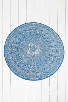 "Runder Teppich ""Florisse"" in Blau - Urban Outfitters"