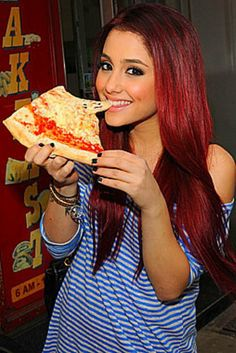 Ariana Grande and pizza ♥ ok c'mon. no one looks this good eating pizza! she must have special powers or Eat Pizza, Celebrity Gallery, My Idol, Photos, Celebs, Celebrities, Food, Beautiful People, Amazing People