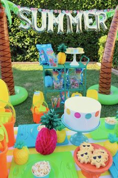 LAURA'S little PARTY: How to throw an EPIC Summer Party for kids, with Party City! It's the last day of school, now what? Throw your kids an EPIC outdoor party to welcome the start to a fun-tastic Summer with awe. Summer Party Themes, Summer Party Decorations, Party Centerpieces, Summer Parties, Birthday Party Themes, Party Ideas, Summer Fun, Hello Summer, Summer Bash