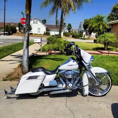 Harley Davidson Bike Pics is where you will find the best bike pics of Harley Davidson bikes from around the world. Harley Bagger, Bagger Motorcycle, Harley Bikes, Harley Softail, Motorcycle Garage, Harley Davidson Museum, Harley Davidson Street Glide, Harley Davidson Motorcycles, Custom Motorcycles