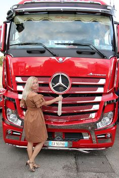 TRUCKS & GIRLS – Sbírky – Google+ Semi Trucks, Big Trucks, Mercedes Girl, Mercedes Benz Trucks, Mobile Marketing, Digital Marketing, Car Brake System, Transportation Logo, Car Camper