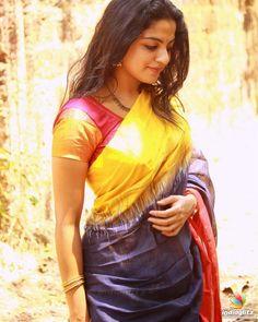 Actress Nikhila Vimal Hot Sexy Photo Stills Bollywood Actress Hot Photos, Tamil Actress Photos, Photoshoot Pics, Work Looks, Beautiful Saree, Beautiful Women, South Indian Actress, India Beauty, Indian Actresses