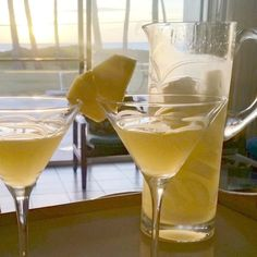 Pina colada without alcohol - Clean Eating Snacks Flavored Vodka Drinks, Alcoholic Drinks Vodka, Vodka Martini, Martinis, Pineapple Martini Recipes, Pineapple Cocktail, Pineapple Drinks, Hawaiian Cocktails, Fun Cocktails