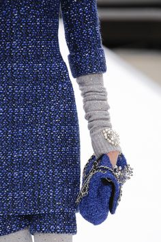Chanel Fall 2017 Ready-to-Wear Accessories Photos - Vogue Fashion Week, Fashion Show, Fashion Outfits, Fashion Trends, Chanel Fall 2017, Yves Klein Blue, Moda Crochet, Dior, Chanel Dress