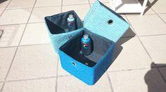 En este fin de semana hemos trabajado mucho con los sprays @WaterBased MTN. El cambio de este mueble de baño, que ya aburría por su monotonía, ha sido completo...y ya veis qué vida y frescura le da al baño con su nuevo aspecto. Hemos pintado las cestas con los colores de la gama de pintura al agua de Montana Colors W0030 Prussian Blue y W0029 Phtalo Blue Light, con la que podemos pintar incluso en espacios cerrados de forma segura. Para proteger las zonas metálicas hemos utilizado cinta…