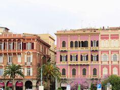 Koľko stojí dovolenka na Sardínii? - Cagliari Macbook Wallpaper, Story Setting, Multi Story Building, Mansions, House Styles, Traveling, Beautiful, Home Decor, Viajes