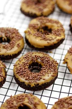 Top of the mornin' to you! Patrick's Day without a dozen of these rich, flavorful Baked Chocolate Guinness Donuts with Irish Coffee Glaze. Lovely day for a Guinness! Best Breakfast Recipes, Sweet Breakfast, Cream Filled Donuts, Donut Flavors, Bacon Donut, Baked Donut Recipes, Chocolate Donuts, Chocolate Recipes, Cinnamon Sugar Donuts