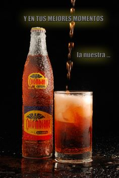 Nuestra gaseosa.. Colombiana Colombian Cuisine, Colombian Recipes, Famous Colombians, Soda Bottles, Vintage Ads, Beer Bottle, Latina, Love Food, Yummy Treats