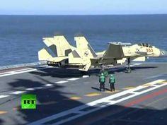 China posa un caza en su primer portaaviones