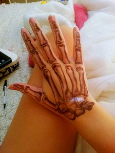 I'd never get a hand tat but this does look awesome. | Skeleton hand