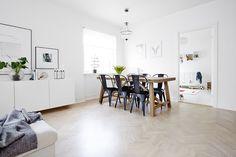 Light flooded home Scandinavian Interior, Scandinavian Style, Dining Room Design, Dining Area, Interior Inspiration, Design Inspiration, Through The Window, Blog Deco, White Walls