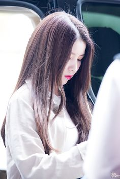 Sowon Kpop Girl Groups, Korean Girl Groups, Kpop Girls, Cute Wallpapers Quotes, Get Skinny Legs, Gfriend Sowon, Cloud Dancer, G Friend, Korean Music
