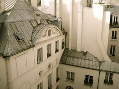 From the lovely Anita's Blog, Castles Crowns and Cottages.  No one writes about Paris the way Anita does.