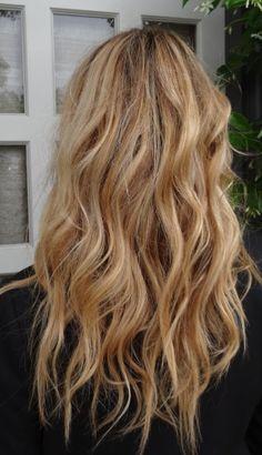 sandy blonde hair~ hair color by Graciela Burgos. Pretty waves