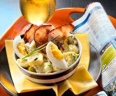 Salade de pommes deterre aux cornichons, œufs durs et bacon