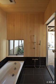 25 Ideas house decorating ideas bathroom window for 2019 Japanese Style Bathroom, Japanese Home Design, Japanese House, Japanese Shower, Hot Tub Room, Bath Room, Bedroom Minimalist, Window In Shower, Bad Styling