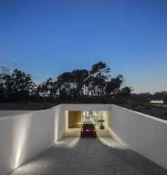 The Hill Cork House by Contaminar Arquitectos in Leiria, Portugal. On the East the residence 'disappears' through an alternated game of ramps which direct to its discrete entrance. House Front Design, Garage Design, Basement Entrance, Gun Rooms, Modern Garage, Garage Lighting, Luxury Garage, Art Deco Home, Dream House Exterior