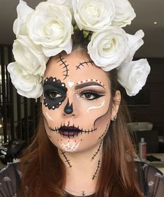 64 Sexy But Spooky Halloween Makeup Ideas To Try This October Halloween Makeup Sugar Skull, Halloween Eye Makeup, Halloween Eyes, Halloween Kostüm, Skeleton Makeup, Vintage Halloween, Halloween Costumes, Rosto Halloween, Candy Skull Makeup