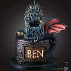 "Fatima Santos on Instagram: ""Bolo de aniversário para os fãs de Game of Thrones by @cherrycakeco #bolodeaniversario #Birthdaycake #gameofthrones #guerradostronos…"""