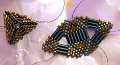 Riverlea Beads: Playing with Triangles New Embroidery Designs, Embroidery Jewelry, Embroidery Stitches, Beading Techniques, Beading Tutorials, Seed Bead Patterns, Beading Patterns, Beaded Jewelry, Beaded Bracelets