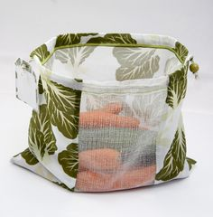 You selected the explanations for the brand new zero-waste bulk luggage! They're lastly executed stitching! And they're lastly accessible within the store! Coin Couture, Diy Sac, Eco Friendly Toys, Produce Bags, Fabric Bags, Reusable Bags, Sewing Techniques, Zero Waste, Shopping Bag