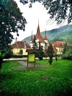 Prin Brașov :) #brasov #romania Brasov Romania, Cabin, House Styles, Home Decor, Decoration Home, Room Decor, Cabins, Cottage, Home Interior Design