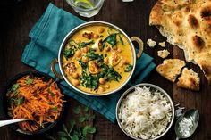 Ett enkelt recept på en krämigt god vegetarisk gryta med indiska smaker. Servera med chapatibröd och mango chutney.