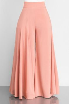Fashion Pants, Hijab Fashion, Fashion Dresses, Pallazo Pants, Casual Gowns, Pants Pattern, Fashion Sewing, Indian Designer Wear, Mode Style