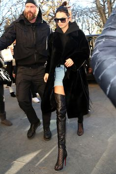 The best off-duty style from the Victoria's Secret models and Angels in Paris. Featuring Alessandra Ambrosio, Gigi Hadid, Kendall Jenner and Sara Sampaio. Here, the best model street style. Kim Kardashian Robbery, Kourtney Kardashian, Victoria Secret Show, Victorias Secret Models, Kendall Jenner Outfits, Kendall And Kylie Jenner, Big Fashion, Fashion Boots, Fashion 2016