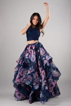 Party Wear Indian Dresses, Indian Fashion Dresses, Designer Party Wear Dresses, Indian Gowns Dresses, Dress Indian Style, Girls Fashion Clothes, Indian Designer Outfits, Indian Dresses For Girls, Party Wear Lehenga