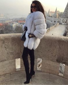 Fur Coat Outfit, Fox Fur Coat, White Fur Coat, Winter Mode Outfits, Winter Fashion Outfits, Outfit Winter, Winter Looks, Mode Mantel, Coats For Women