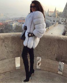 Fur Coat Outfit, Fox Fur Coat, Coat Dress, White Fur Coat, Winter Mode Outfits, Winter Fashion Outfits, Outfit Winter, Best Parka, Mode Mantel