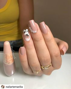 Are you looking for an excellent Nail Art design for your nail? You should give an eye to the collection where we have got some unavoidable Nail Designs with Gems Sparkle. Square Nail Designs, Nail Art Designs, Nails Design, Gorgeous Nails, Pretty Nails, Nude Nails, Gel Nails, Gel Nagel Design, Winter Nail Art