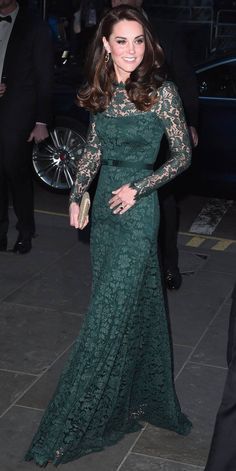 The Duchess of Cambridge attended the 2017 Portrait Gala in London wearing an elegant green lace Tem. Kate Middleton Outfits, Vestidos Kate Middleton, Style Kate Middleton, Middleton Wedding, Pippa Middleton, Green Lace, Green Dress, Duchess Of Cambridge, The Duchess