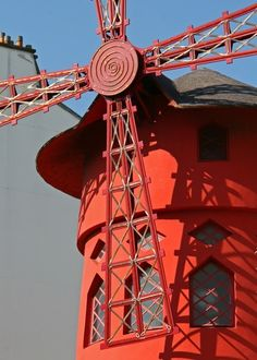 Moulin Rouge on Fotopedia**.