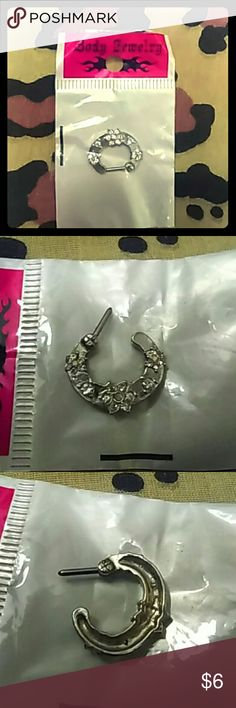 ➿🔆Silver Flower Septum Ring Super cute Septum Ring w/ 3 Jeweled Flowers on front and 2 little Rhinestones in between the rows of Flowers. Silver with Closing bar clasp Bundle w/ Another {➰🔆} Sale Item for More Savings❗👌 Body Jewelry Jewelry