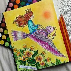 Adoro um fundo amarelo mas acho que esse não ficou dos melhores, acho que não combinou muito eheh. Preciso aprender a ser suave, acabou que saiu mais um coloridão. Tá aí minha princesa !! My princess book #dagdrömmar  #hannakarlzon !! #inspiracaojardimsecreto  #mundo_colorido_inspired #jardimsecretotop  #jardimsecretoinspire #esrarengizbahce #colorindolivrostop #jardimcolorido #jardimsecretolove #editorasextante  #florestaencantadatop  #coreart #lostoceancolors #florestaencantada2 #artshelp…