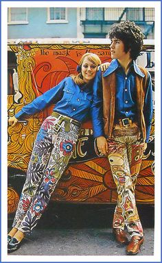 Hippies with hippy van in wild hippy flower power pattern pants fashion me. Hippies with hip Vintage Chic, Vintage Mode, Vintage Hippie, Vintage Denim, Vintage 70s, Style Année 60, Mode Style, 1970s Style, Style Icons
