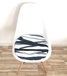 3cm Oder 6cm Hohes Sitzkissen Abstraktes Muster Blau Weiß Eames Stuhl  Modern Und Elegant Mit Reißverschluss