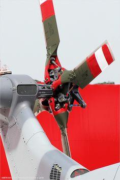 AgustaWestland Lynx Wildcat Burkhard Domke ⓒ 2010 Launch your own makeup line. Techno, Mechanical Design, Chopper, Surface Design, Fighter Jets, Cool Designs, Engineering, Robotics, Ultralight Helicopter