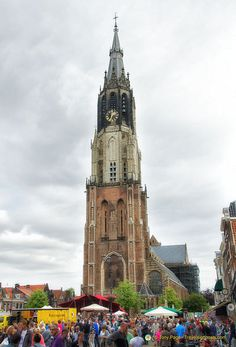 Delft Nieuwe Kerk in the market square where Dutch royals are buried.