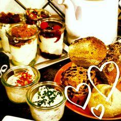 Gezond, lekker en biologisch! Ga ontbijten, brunchen of lunchen met je date bij de #YoghurtBarn. Kies je eigen yoghurt of neem een special. Een perfecte locatie voor een eerste ongedwongen date of als startpunt van een romantisch dagje in #Utrecht. #Daten op een originele manier!