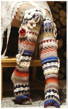 Knit Colorful Stockings Where can I find an English pattern for these? Crochet Socks, Knitting Socks, Knit Crochet, Woolen Flower, Knitting Patterns, Crochet Patterns, Funky Socks, Wool Socks, Kids Fashion