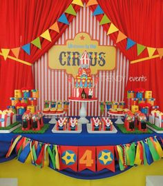 Circus Carnival Party, Circus Theme Party, Carnival Birthday Parties, First Birthday Parties, Birthday Party Themes, Circus Wedding, Carnival Costumes, Dumbo Birthday Party, Circus First Birthday